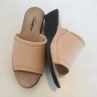 Trotters size 7 WW Beige Slides Womens Extra Wide Mules