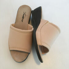 Trotters size 7 WW Beige Mules Slides Womens Extra Wide