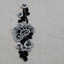 10 Embroidery Lace APPLIQUE Motif - Off White Garden Rose Flower Black - M23