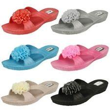 Standard (D) Wedge Textured Sandals & Beach Shoes for Women