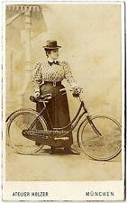 Salzpapier. Stattliche Dame mit Fahrrad und Hut, Original-Cdv-Photo um 1881.