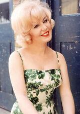 "Kathy Kirby UNSIGNED 6"" x 4"" photograph - M8663 - Beautiful English singer"