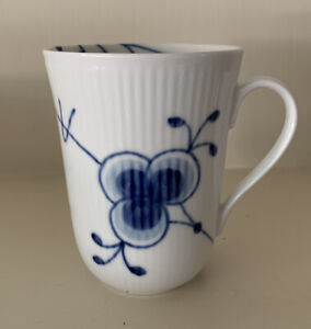 Pristine ROYAL COPENHAGEN Hand Painted Porcelain China Blue Fluted Mega Mug