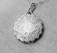 Hallmark Birmingham 1970. Gorgeous 1970s embossed sterling silver locket pendant