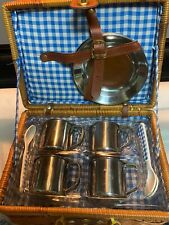 EUC vintage picnic basket set of 4 blue and white check