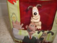 WALLACE AND GROMIT BATH/SHOWER GEL WITH COLLECTABLE FIGURE NEW ORIGINAL CONTENTS