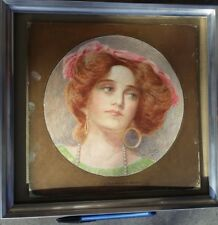 "Tableau médaillon, aquarelle, signé WILLIAM HARTLEY, 1913, ""The Artist's Model""."