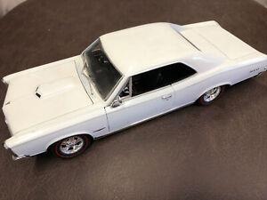 1966 PONTIAC GTO WHITE 1:18 WELLY OPENING HOOD, DOORS & TRUNK. C2