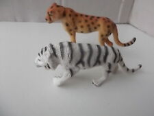 2x Plastic animals-cheetah and white tiger
