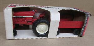 IH INTERNATIONAL Tractor & Wagon Play Set NIB Old Farm Toy 1/32