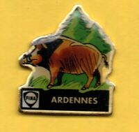 Pin's Lapel pin Pins Animal sauvage Sanglier Région les ARDENNES Sapins FINA