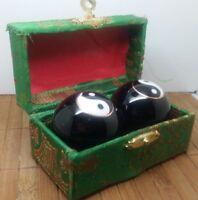 Coffret avec boules chinoises de massage verte ying yang  - zen idee cadeau