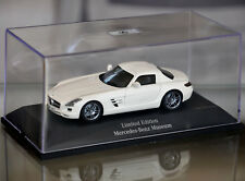 Mercedes Benz SLS AMG 2009 pearl white diamant weiss metalic Spark Minimax 1:43