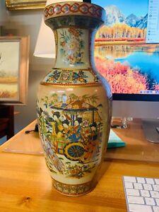Hand painted Antique Meiji Period Japanese Porcelain vase