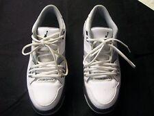MENS JORDAN WHITE & GRAY TENNIS SHOE (SIZES 9) PREOWNED