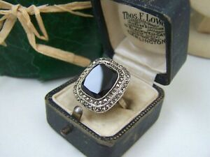GORGEOUS VINTAGE SOLID STERLING SILVER ONYX MARCASITE RING SIZE O 7 UNUSUAL RARE