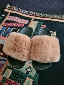 Hausschuhe Damen Größe 38 **** mit schönen flauschigen Fell !!!!