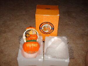 Disney Pooh's Happy Halloween Hunny Snow Globe / Music Box in Original Box