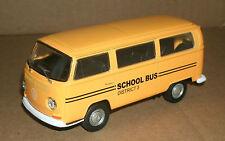 1/40 Volkswagen T2 Van School Bus Diecast Model - 1972 VW Minibus - Welly 42347