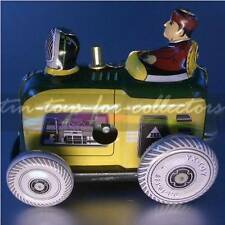Kleiner Traktor in Größe der alten Penny Toys der Jahrhundertwende