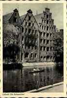 LÜBECK Postkarte ~1950/60 Ruderboot vor Salzspeicher Gebäude Ansichtskarte
