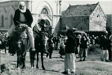 ALBANIE 1938 - Devant une Cathédrale - NV 4532