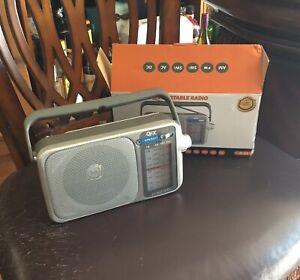 QFX AM/FM/SW1/SW2 Retro Mini Radio
