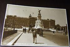 Buckingham Palace & Victoria Memorial, Judges R/Photo/Pc # L640, Pin Holes in PC