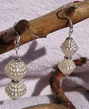 Ohrringe weiße Acryl Kegel-Perlen mit Strass-Ring