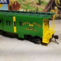 HO Athearn John Deere caboose for train set RTR , Moline, IL metal wheels