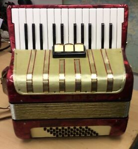 Hohner Student  IV 40 Baas Accordion In Good Condition