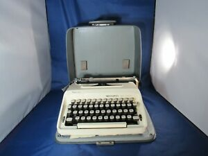 REMINGTON PORTABLE TYPEWRITER MODEL# 1040 - ANTIQUE - GREAT CONDITION!!!