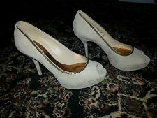 $875 Gucci beige gold shoes size 36 - 6
