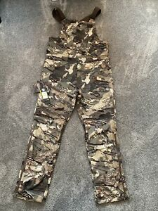 Under Armour UA Brow Tine Bibs Forest Camo 2.0 Hunting Overalls Pants Mens M