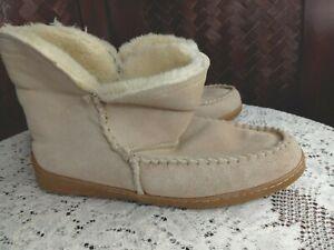 Minnetonka Sand Suede Slipper women's size 9 faux shepra lined