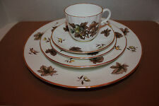 ROYAL WORCESTER #51 DORCHESTER  BONE CHINA ENGLAND 5 PIECE PLACE SETTING