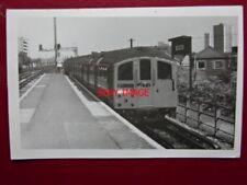 PHOTO  LONDON TRANSPORT UNDERGROUND TUBE  - 1938 TUBE STOCK AT NEW CROSS GATE  4