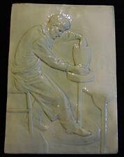 Ancienne plaque murale en grès décor d'un céramiste devant son tour 1920/50 DN62