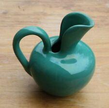 Vase Kanne grün Aufkleber Hirsch Buchstaben in den Ecken VHP eventl. HIrschau
