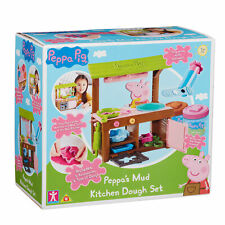 07038 Peppa Pig Peppa's Mud Kitchen Dough Set with 2 Tubs of Soft Dough Age 3+