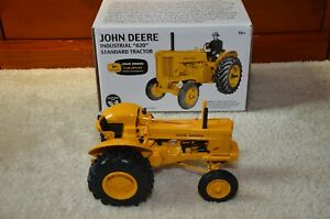 1/16 ERTL JOHN DEERE INDUSTRIAL 620 TRACTOR 2007 TWO-CYLINDER CLUB #16162A - NEW