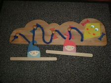 Kinder Garderobe  -  Windvogel mit 2 Kleiderbügel  -  Selecta Spielzeug