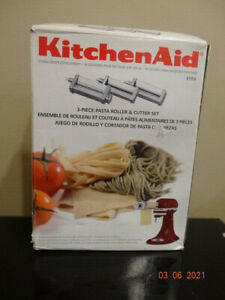 KitchenAid Pasta Roller & Fettuccini/Spaghetti Cutter Attachments. ITALY.