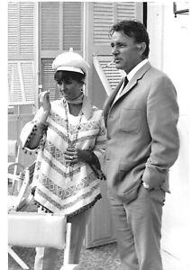 Rare Liz Elizabeth Taylor  LARGE photo originale sixties BURTON  20 X 30 CM