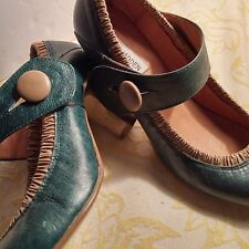 STEVE MADDEN Sz 7.5 Maryjane Green &Tan Leather Button Pumps Stacked 2.5 Heel