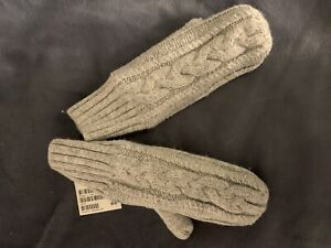 New H&M Very Nice Warm Girl Mittens Size 6-8 Years Old