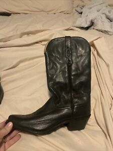 cowboy boots: Size 8.5 Womens