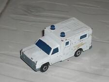 1:64 Matchbox Amercican Ambulance USA Ford Chevrolet Dodge ? V8 Truck Van LKW 2