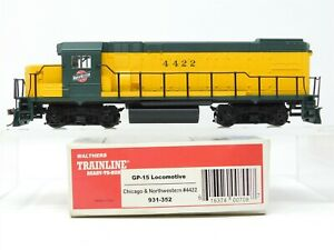 HO Scale Walthers 931-352 CNW Chicago Northwestern GP15 Diesel Locomotive #4422