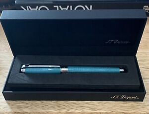 S.T. Dupont Line D Large Fountain Pen - Diamond Guilloche Aquamarine Medium Nib